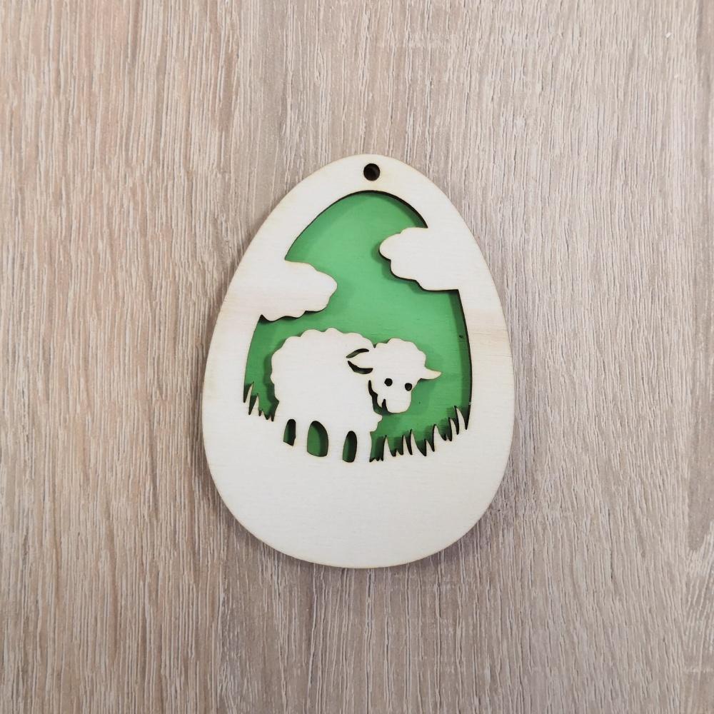 Drevená dekorácia - veľkonočné vajíčko (Farebné veľkonočné vajíčko - vzor ovečka)
